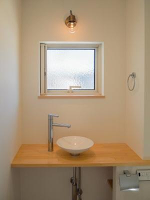 弊社モデルハウス:トイレ 物件から徒歩約1分の所にモデルハウスがあります。 すぐに見学可能ですのですのでお気軽にお越しください('ω')