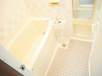 ゆとりある浴室です
