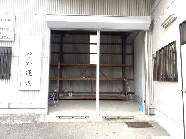 倉庫入口シャッターの写真です。