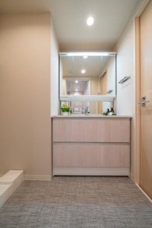 ラフィネ大崎:3面鏡付き洗面化粧台です!