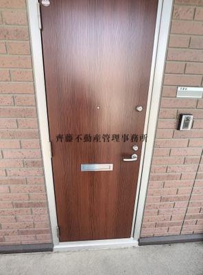 外から見た玄関扉です!