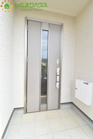 シンプルなデザインの玄関☆彡