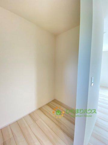 キッチン横の納戸はパントリーとしても◎嬉しい大容量!