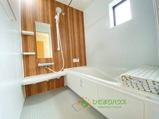 アクセントクロスがオシャレな浴室です!楽しいバスタイムをお過ごしください♪
