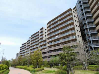 総戸数449戸、2012年1月築、管理人は日勤勤務につき管理体制良好です♪