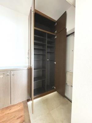 天井高のシューズボックスは大容量
