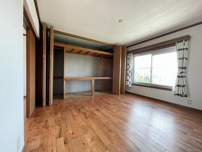 洋室約7.5帖、ゆたっりとしたお部屋