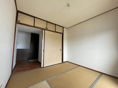 和室には押入と天袋収納付き
