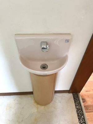 コンパクトな手洗い台