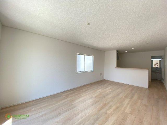 18帖の広々リビングは大きなソファやテレビを置いても余る広さです♪