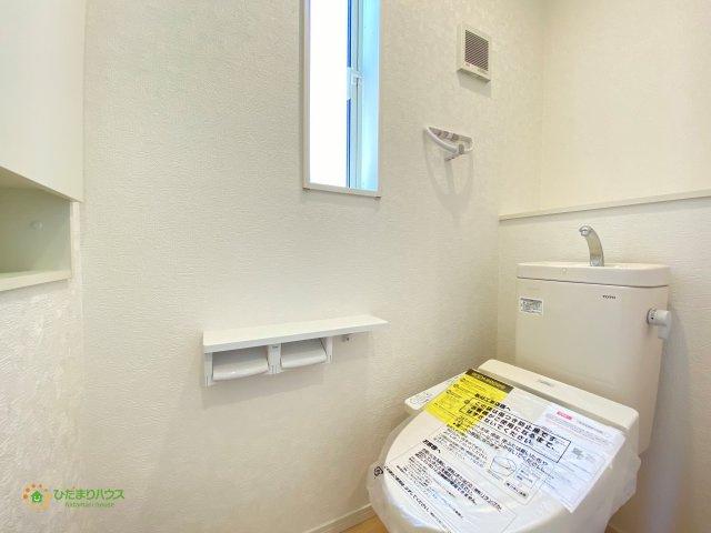 1,2階ともに温水洗浄便座を完備しております♪