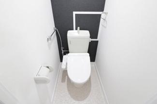 トイレです♪新品の温水洗浄便座です!!気持ちよくご入居していただけます(^^)