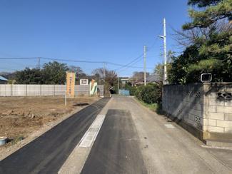 前面道路を拡幅したので、通行も楽々!