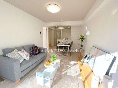 【居間・リビング】ジュネシオン平井 10階 最 上階 角 部屋 リ ノベーション済