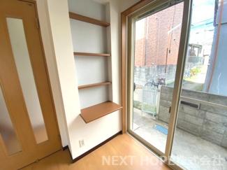 1階リビングには飾り棚も設けられております♪パソコンスペースとしても活躍してくれそうですね(^^)