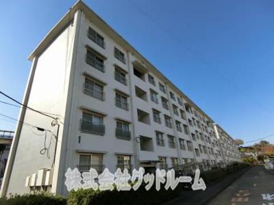日野新坂下住宅1号棟の外観 お部屋探しはグッドルームへ