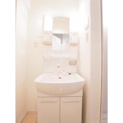 カンピオーネスの洗面台 別室参照