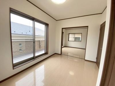 2階5.6帖の洋室