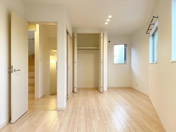2階洋室約9.6帖です