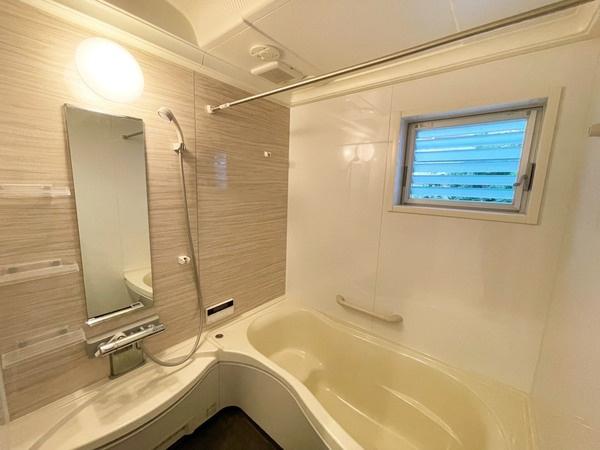浴室乾燥・サウナ・窓など設備が揃った浴室