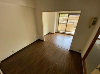 リビングは生活の中心となります。 実際に現地を確認をして家具配置、生活イメージも出来ます。 お気軽にお問い合わせください。