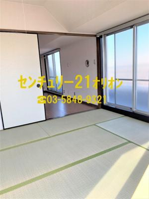大きな押入が併設されている和室です