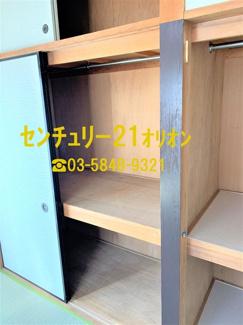 和室6帖の奥行きのある収納です。