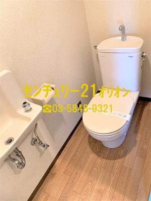 やや広めのトイレです。