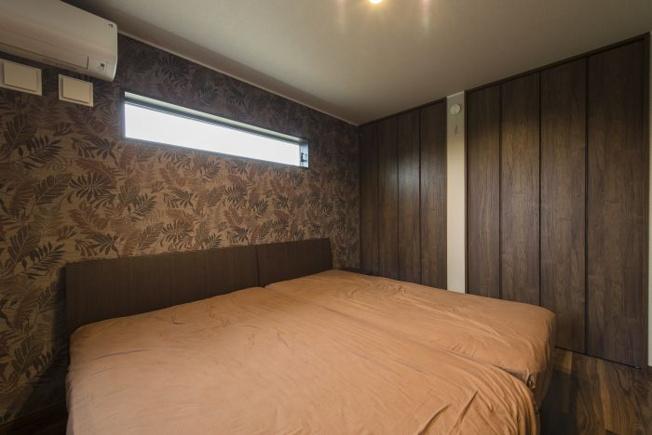 メイン寝室は1階。7帖の広さでクローゼット、エアコンつき