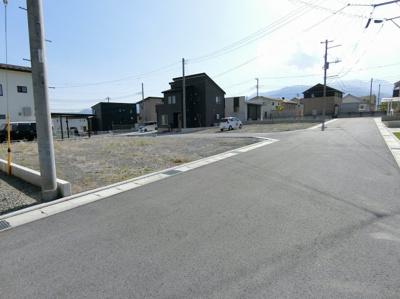 【前面道路含む現地写真】団子新居12区画分譲地 区画④