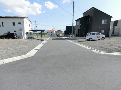 【前面道路含む現地写真】団子新居12区画分譲地 区画⑧