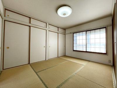和室6畳には収納豊富です
