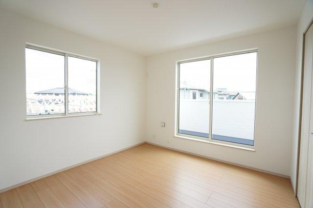 2階6.12帖 シンプルなお部屋です。どんな家具でも映えます。