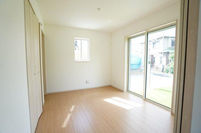 1階洋室 玄関から直接出入り出来るので客間としても使用できます。
