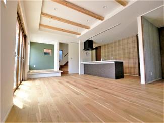 床はオーク無垢材を使用しています
