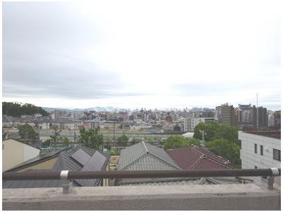広~いルーフバルコニーからの眺めです。