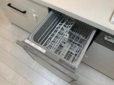 食器洗浄機つきシステムキッチンです。
