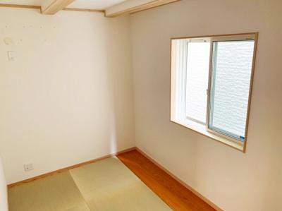 落ち着いた雰囲気の洋室です。