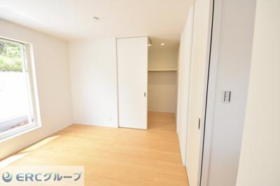 2階奥の洋室 ご夫婦の主寝室にぴったりです。