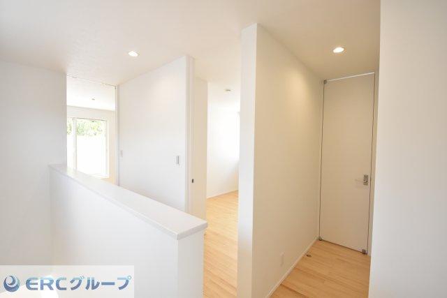 全てのドアが天井高までのワイドタイプのドアを採用し、インテリアの一体感を持たせました。