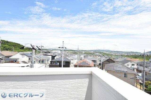 2階からの眺め 淡路大橋が望めます。