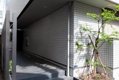 【エントランス】FIRST HOUSE AZUMABASHI