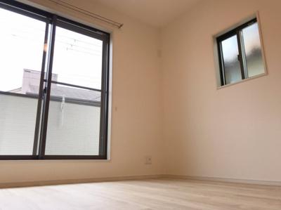 2階の約5.1帖(南側)の洋室です♪