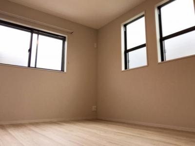 2階の約6.5帖(北側)の洋室です♪