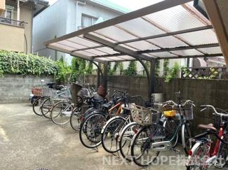 駐輪場です♪屋根付きで大切な自転車を雨風から守ってくれます!