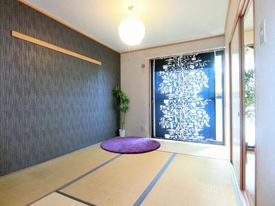 バルコニーに繋がる南向き6帖の落ち着く和室です!和室は夏場も涼しくて快適ですよ♪