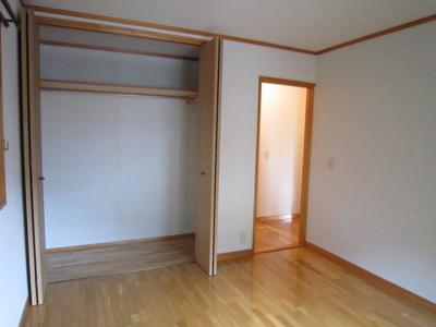 洋室6帖のお部屋にあるクローゼットです♪大切なお洋服もしわにならないようにハンガーがけができます☆