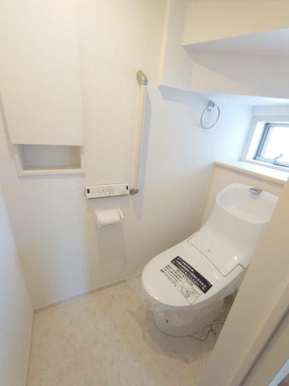 《 トイレ:1F2F 二か所 》現地見学や詳細は 株式会社レオホーム へお気軽にご連絡下さい。