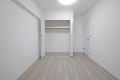 スタンダードな洋室です クローゼットもあります