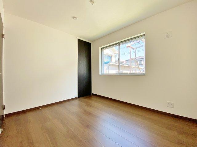 2階5.2帖洋室 全室南に開口部があり陽を遮ることなく明るく快適な居室となっております